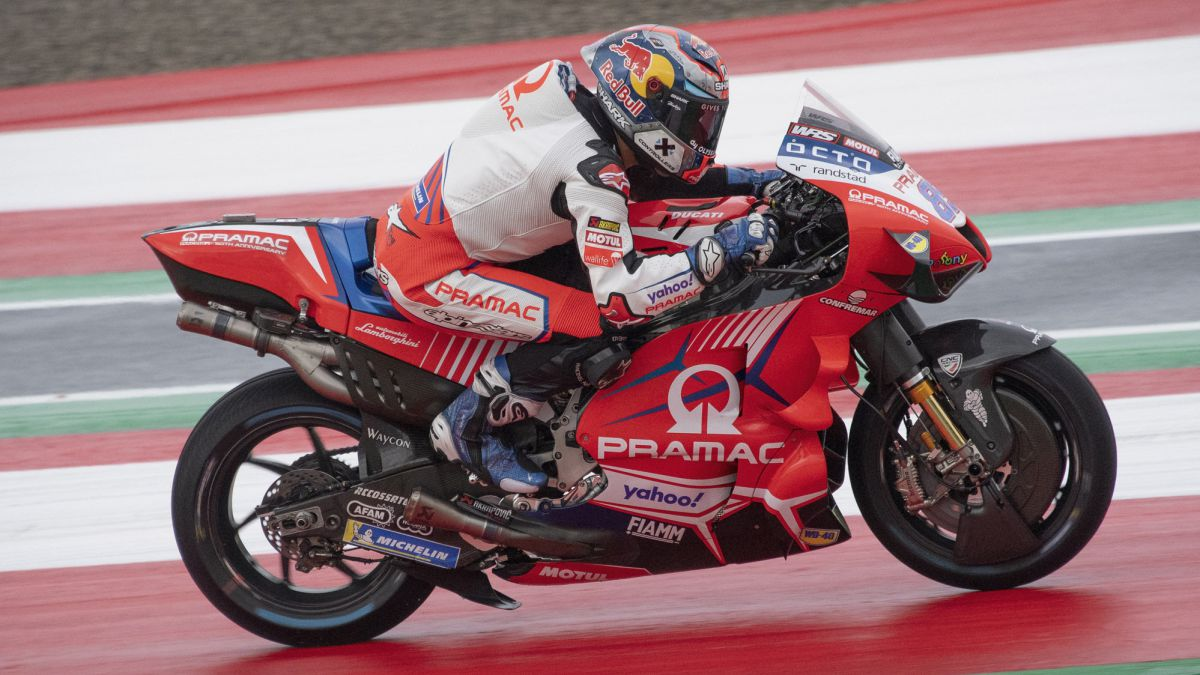 Martín-needed-one-less-race-than-Schwantz-and-Agostini