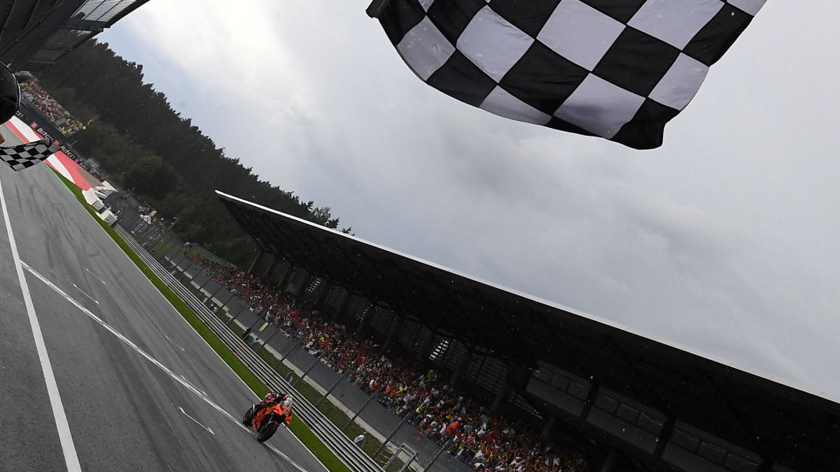Binder-wins-the-craziest-race-in-front-of-Bagnaia-and-Martín