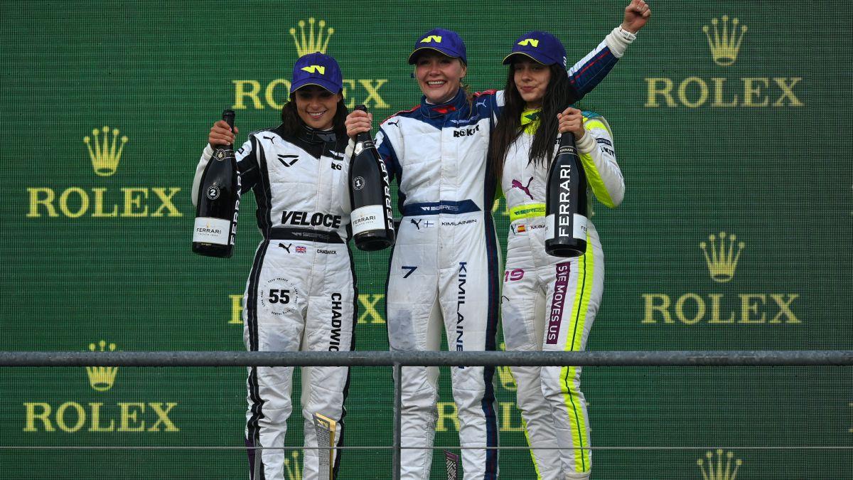 Marta-García-returns-to-the-podium