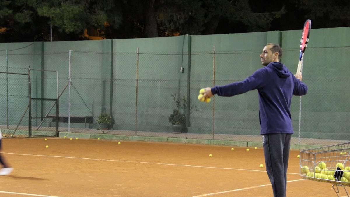 ¿Cómo se entrenan niños y adultos en tenis?