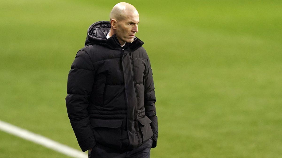 Zidane colisiona con la estrategia del club