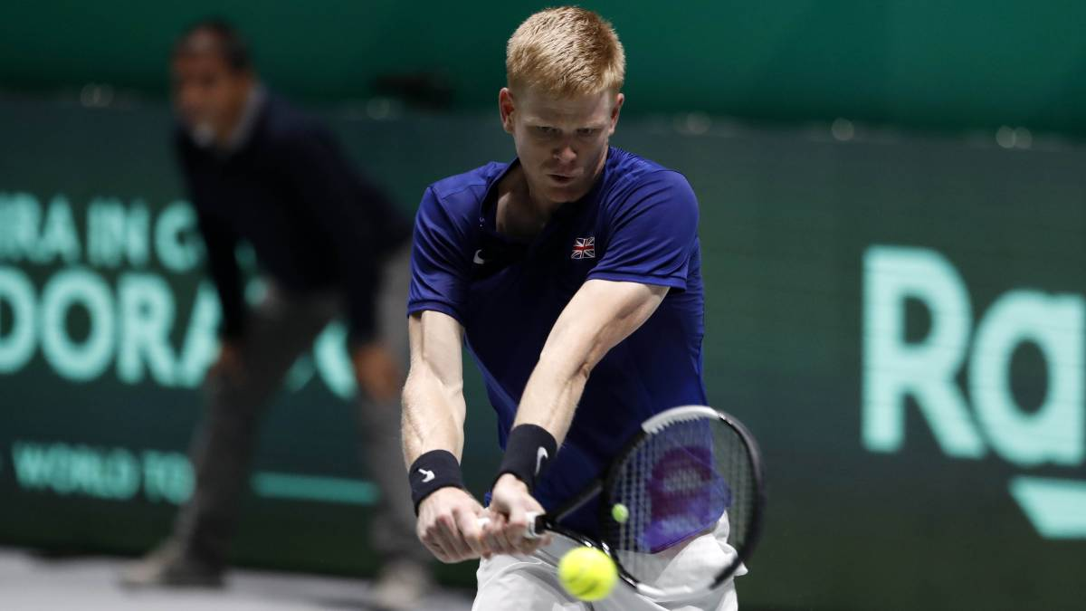 Edmund-approaches-rooms-to-a-Britain-without-Murray