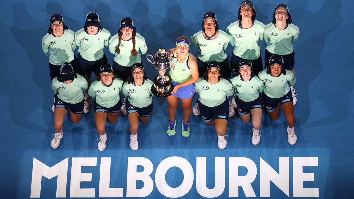 Australian-Open:-long-'bubble'-and-400,000-spectators