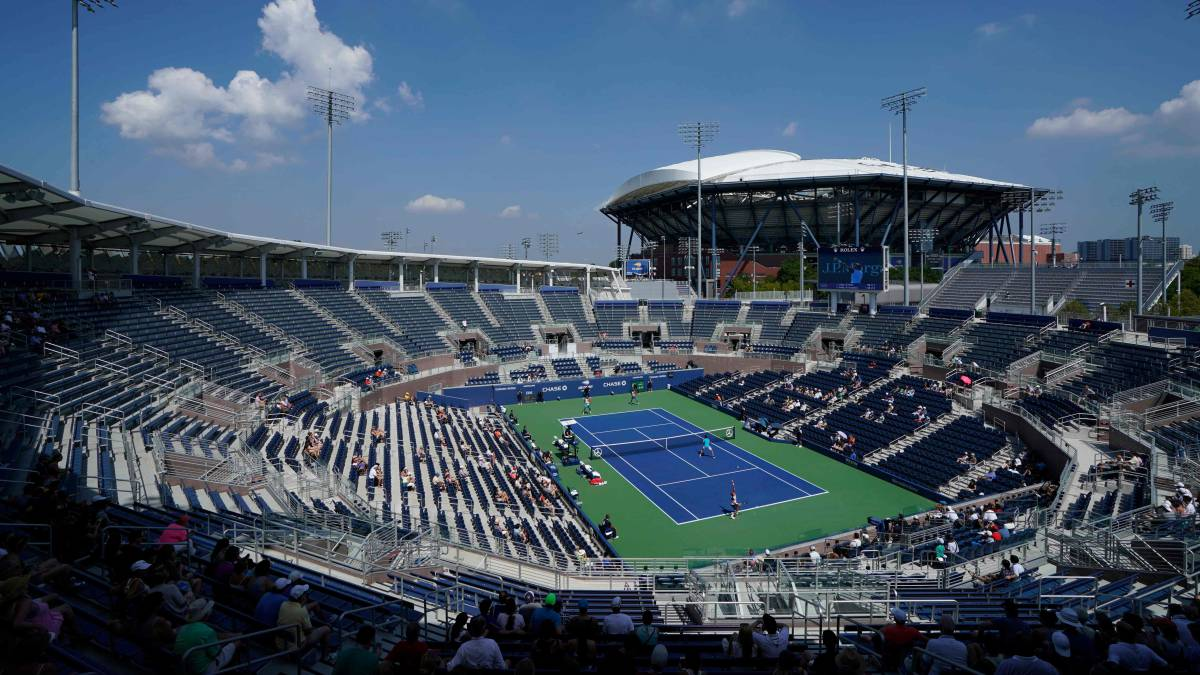 Tennis-begins-in-New-York's-'bubble'