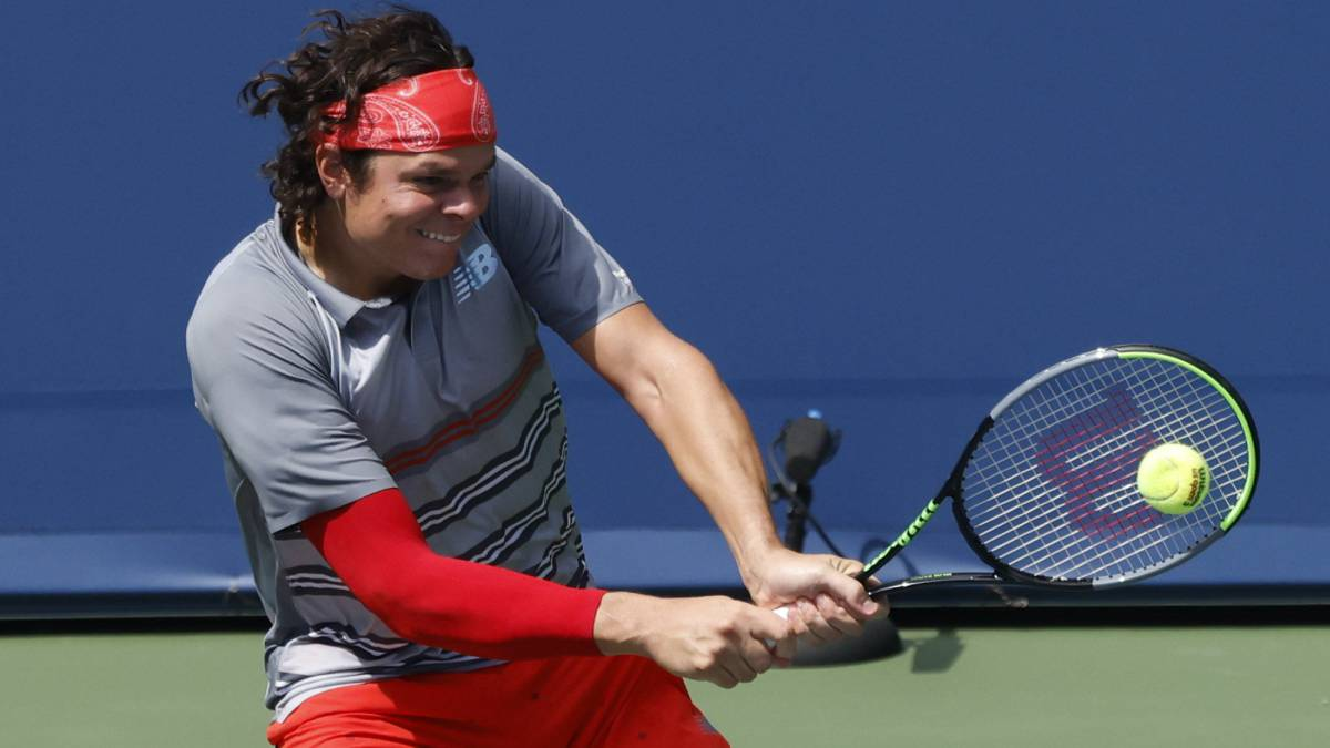 Raonic-beats-Tsitsipas-and-returns-to-a-final-two-years-later