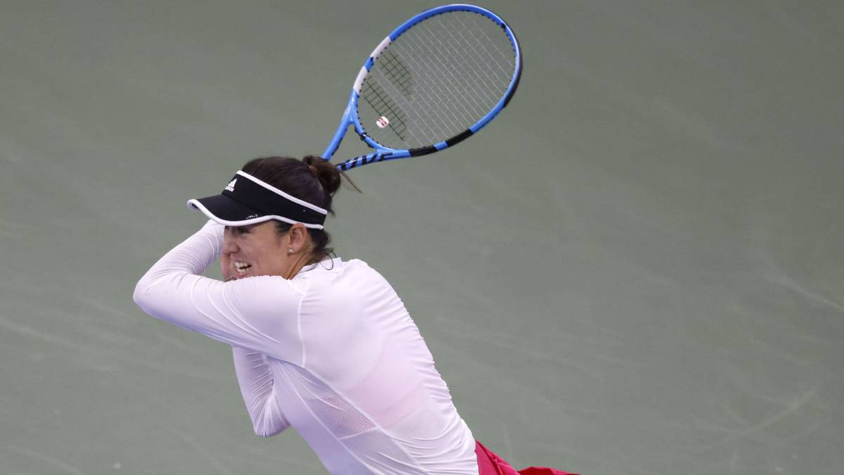 Muguruza-dodges-a-bad-start-and-passes-relieved-to-the-second-round