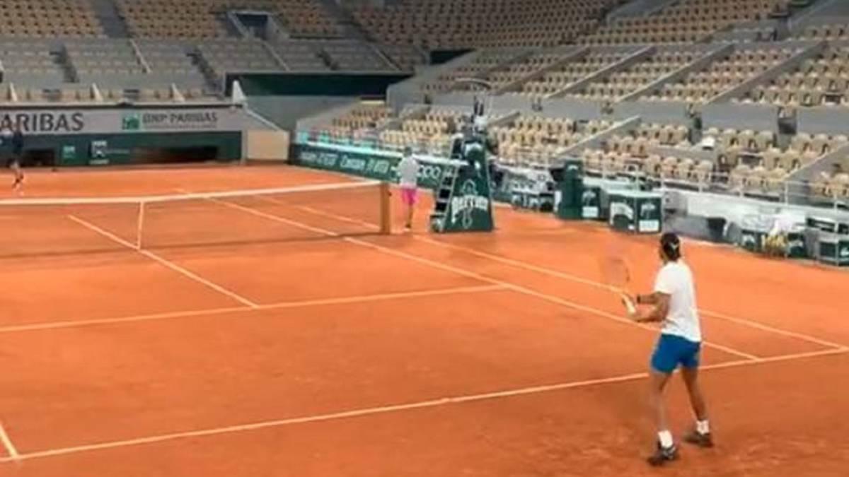 Rafa-Nadal-trains-at-Roland-Garros-indoors-and-with-spotlights