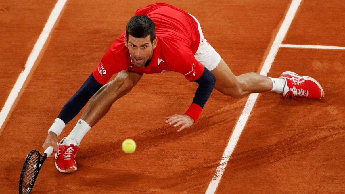 Djokovic-messes-with-a-judge-again-but-takes-the-first-set