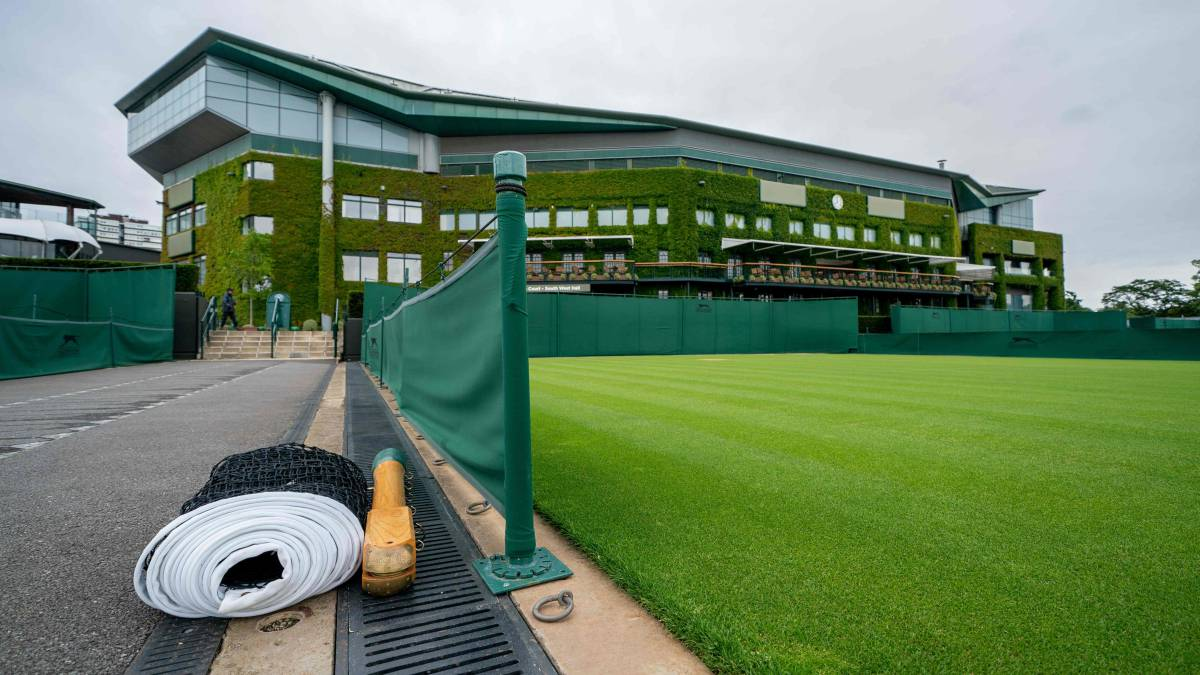 Wimbledon-weighs-2021-behind-closed-doors