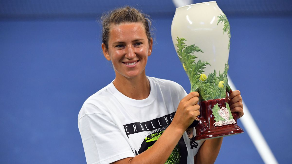 Azarenka-tries-to-put-peace-in-the-chaos-of-Australia