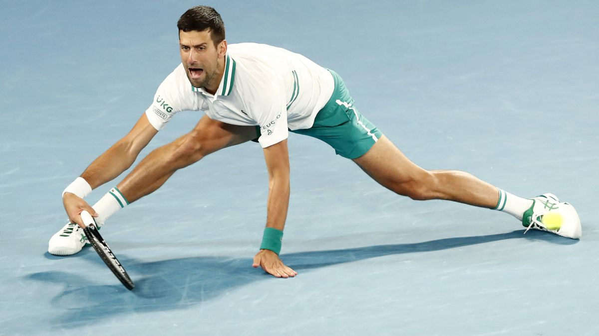Djokovic-survives-but-is-touched-and-awaits-him-Zverev