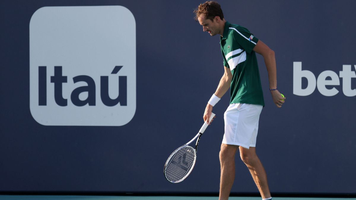 """Medvedev's-agony-in-Miami:-""""I-was-just-thinking-about-not-falling-down"""""""