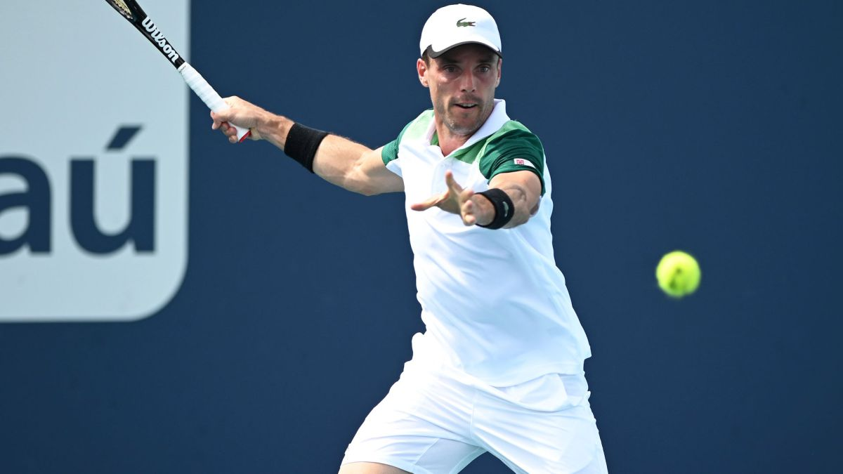 An-epic-Baptist-knocks-down-the-giant-Isner-in-his-sauce
