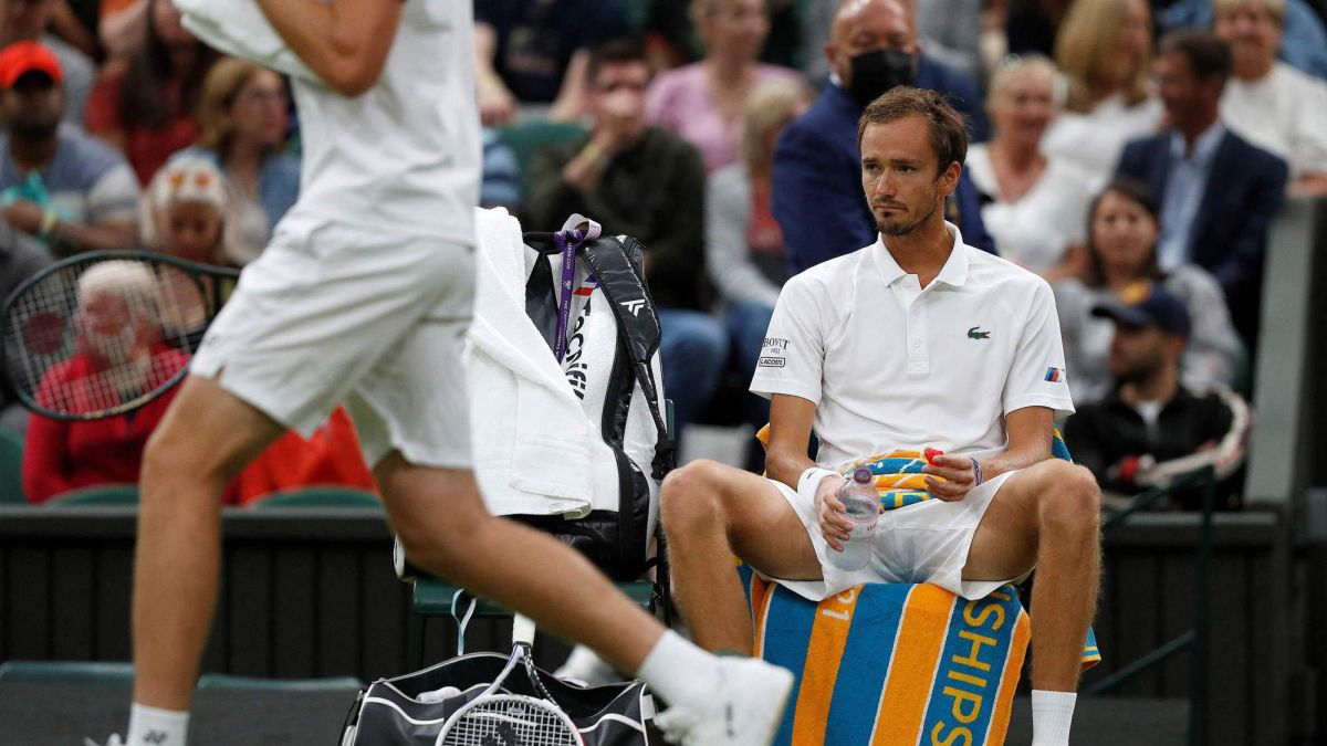 """Medvedev-slip:-""""The-first-round-is-a-very-bad-result"""""""