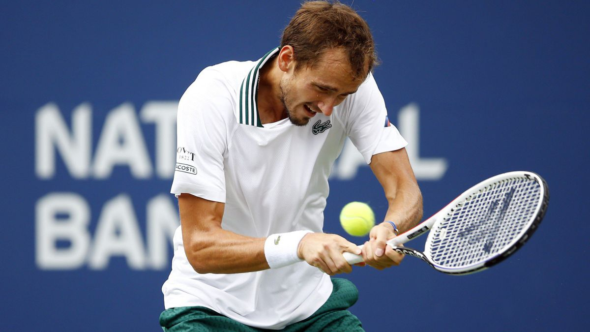 Medvedev-suffers-against-Bublik-but-keeps-going-in-Canada