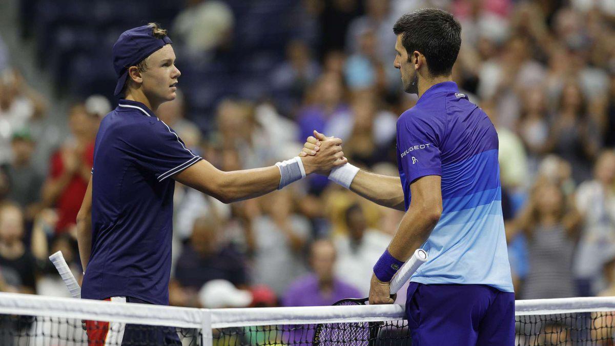 Djokovic's-strange-start-to-a-cramped-Rune