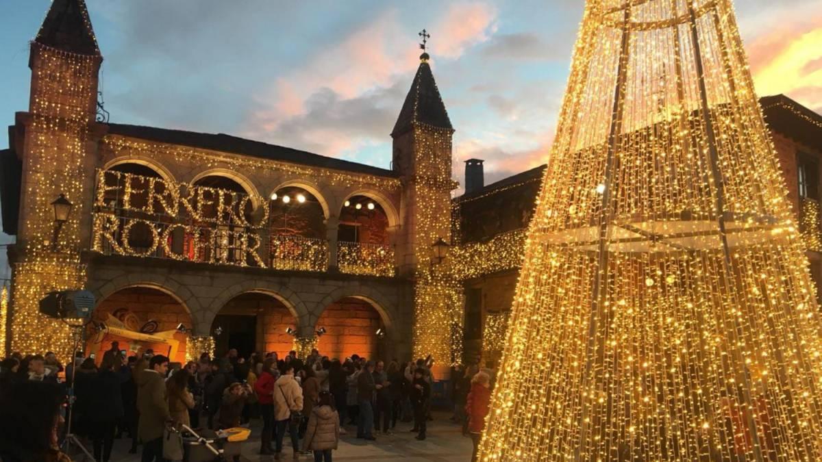 Ferrero Rocher Puebla De Sanabria Envuelto De Luz Por Ser El Pueblo Más Bonito De España As Com