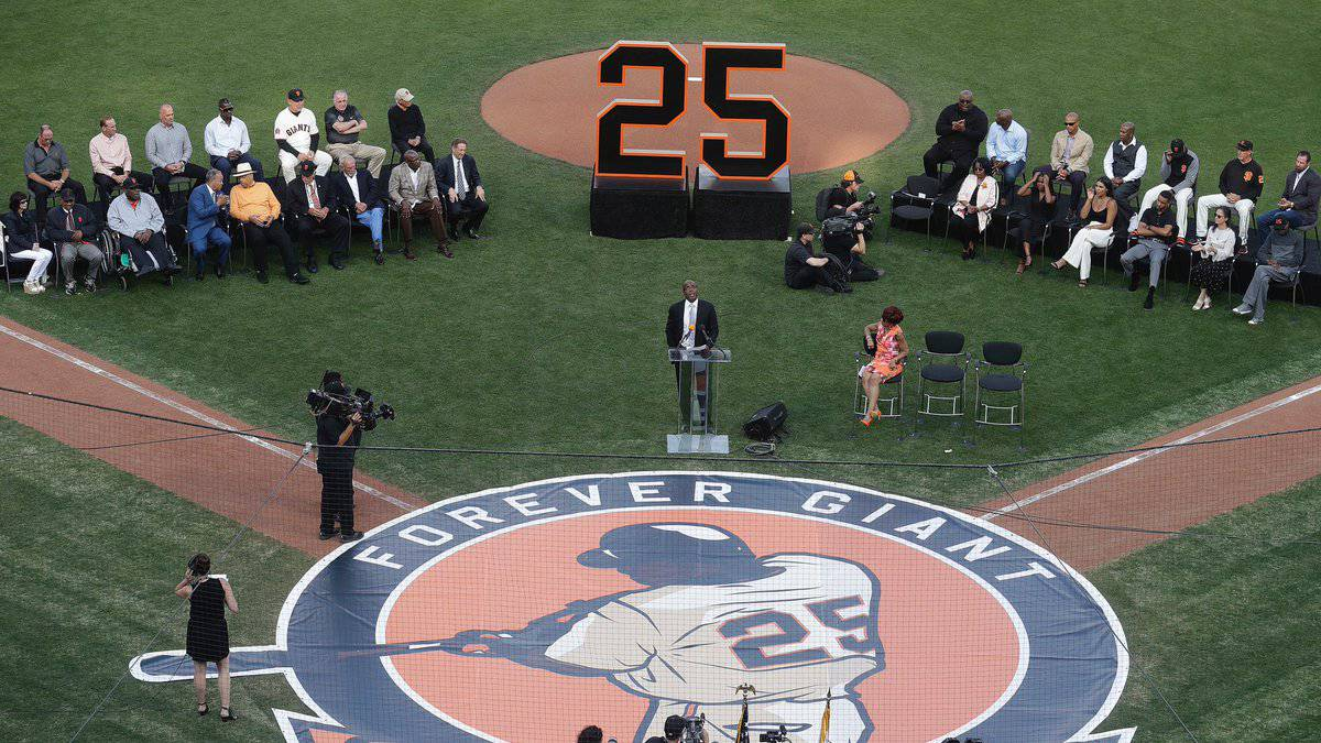 The San Francisco Giants will withdraw the Barry Bonds number