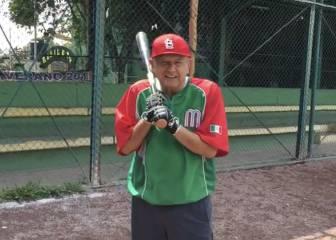 AMLO celebra juego de Grandes Ligas de Cardinals en México