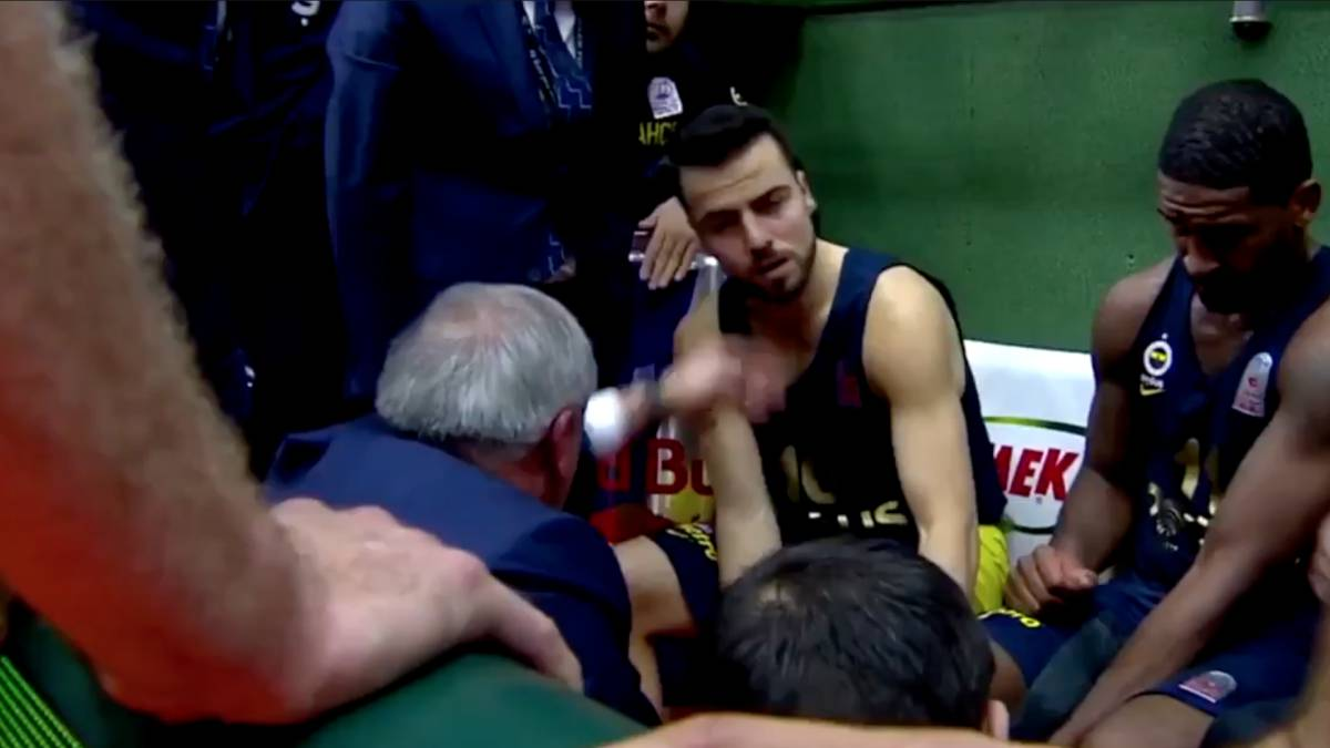 Basketball fenerbahce coach slaps own player in face for Championship league table 99 00